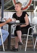 http://img204.imagevenue.com/loc431/th_18863_Julia_Stiles_at_Lunch_At_La_Conversation3_122_431lo.jpg