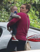 http://img204.imagevenue.com/loc435/th_520160594_Hilaty_Duff_Takes_baby_Luca_to_a_play_date3_122_435lo.jpg
