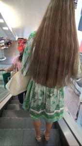 http://img204.imagevenue.com/loc439/th_952005760_ShoppingGirlUpskirt3_123_439lo.jpg