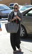 http://img204.imagevenue.com/loc448/th_987381925_Hilary_Duff_has_coffee_date_with_friend_in_Studio_City11_122_448lo.jpg