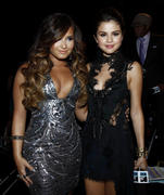 Selena Gomez + Demi Lovato - 2011 MTV Video Music Awards, August 28 2011