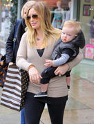 http://img204.imagevenue.com/loc489/th_282907543_Hilary_Duff_Auntie_Barbaras_Kids6_122_489lo.jpg