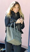http://img204.imagevenue.com/loc506/th_863700402_Hilary_Duff_arrives_at_pilates_Class8_122_506lo.jpg