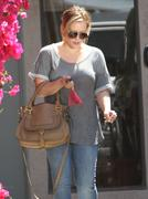 http://img204.imagevenue.com/loc590/th_732548934_Hilary_Duff_leaving_a_dentist_office_in_Burbank5_122_590lo.jpg